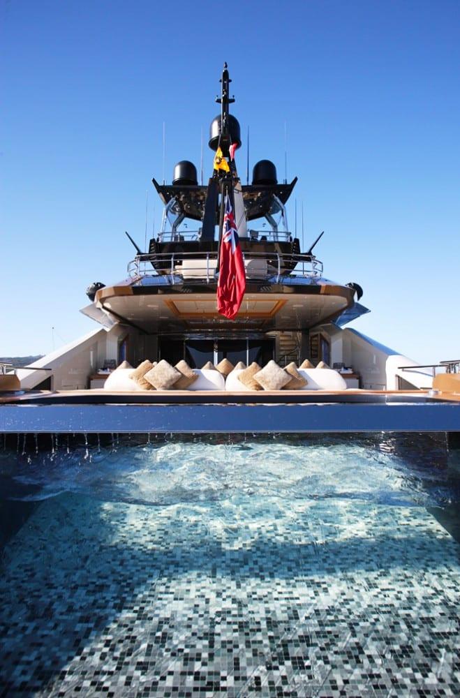 Lady-M-piscine-Yacht-interieure