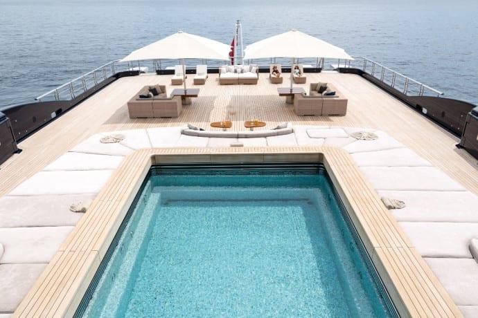 Luna-piscine-Yacht-1